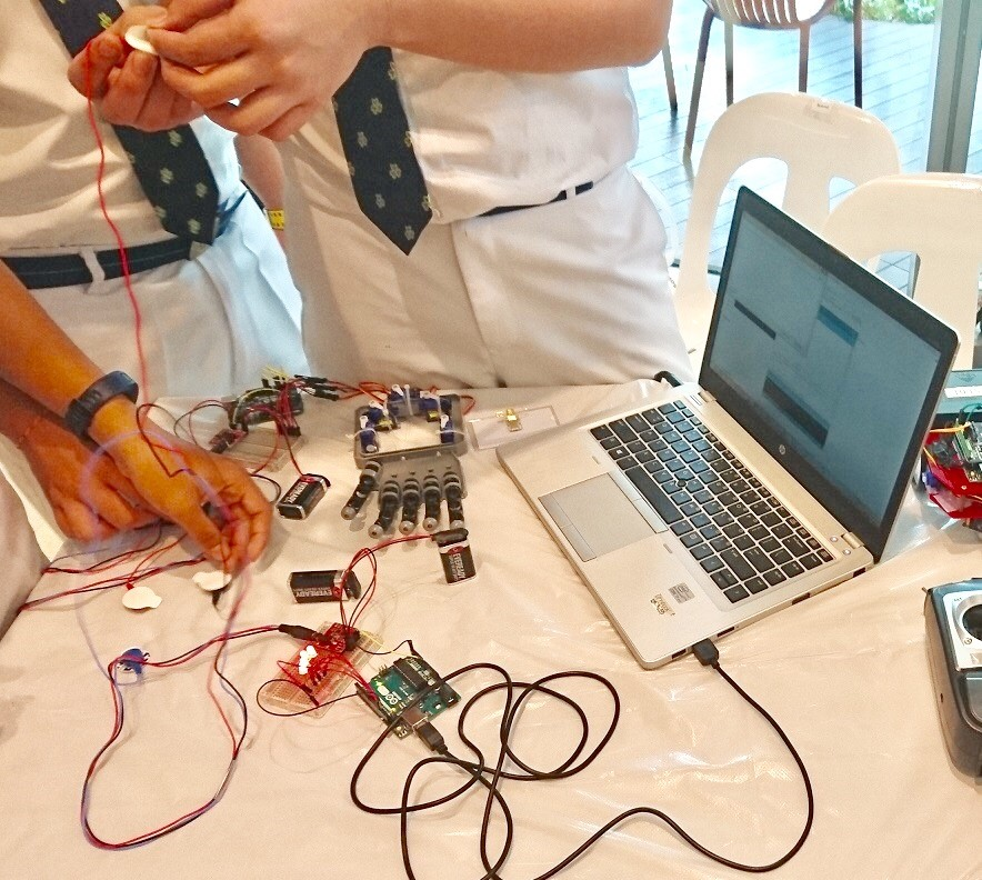 CU-robotic-hand1