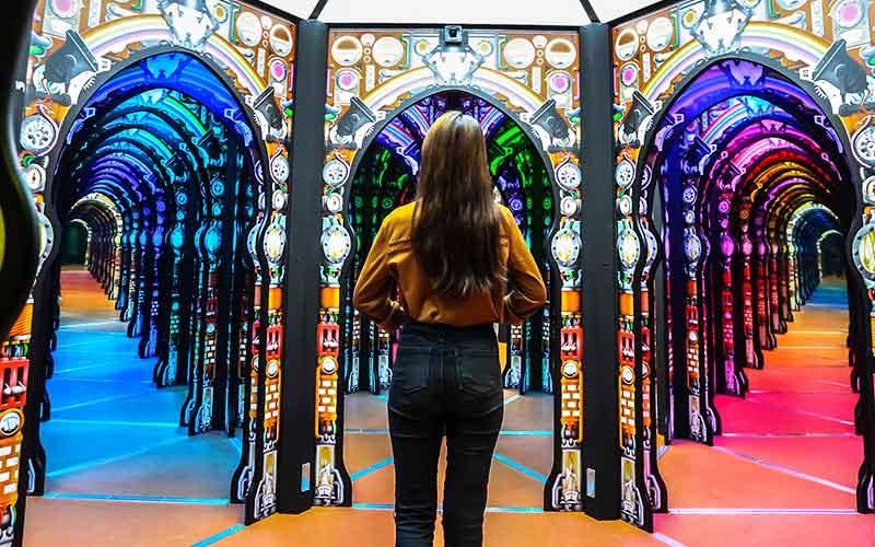 MirrorMaze-Carousel-01