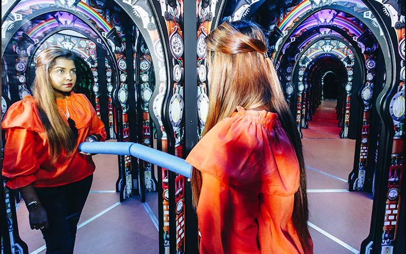 MirrorMaze-Carousel-02