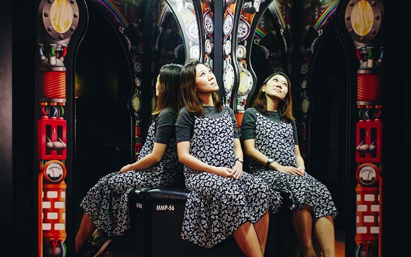 MirrorMaze-Carousel-03